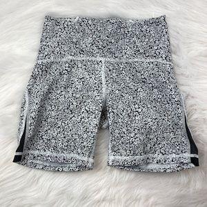 Lululemon Size 6 Short Pants Flower Print